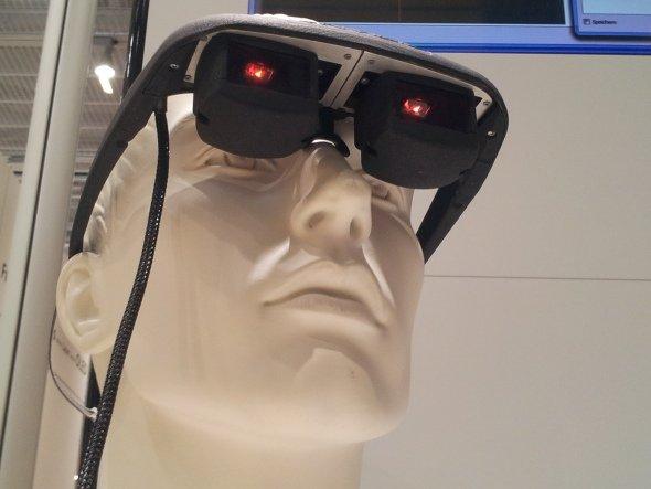 Ausblick in die nahe Zukunft: bi-direktionales OLED Mikrodisplay (Foto: Kletschke/ invidis.de)