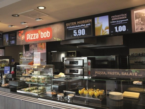 Displays bei pizzabob (Foto: Light Alliance Europe AG)