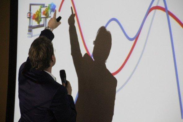 Frequenz ist wichtig - Kai Thäsler präsentiert tagesabhängige Frequenzen an DooH Standorten der Ströer Gruppe