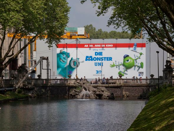 "Disneys ""Die Monster Uni""-Riesenposter an der Kö' in Düsseldorf (Foto: blowUP media)"