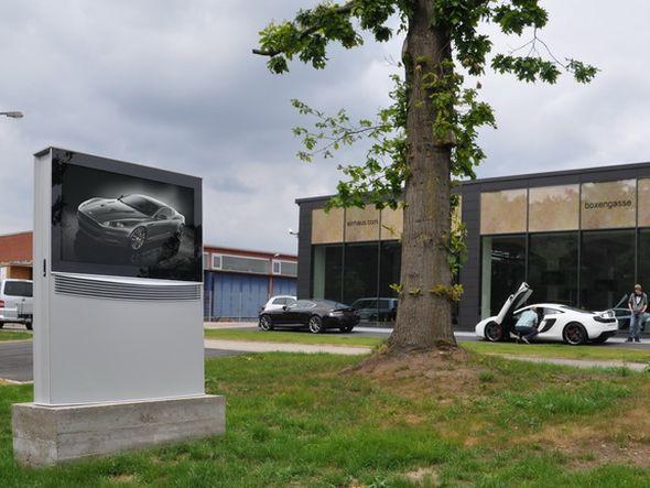 Der 65-Zöller hat eine Lichtstärke von 3.000 cd/m² (Foto: ide-tec)
