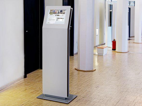 Auf dem Dancefloor kann die Event-Stele für noch bessere Stimmung sorgen (Foto: Angelika Grossmann/ netvico)