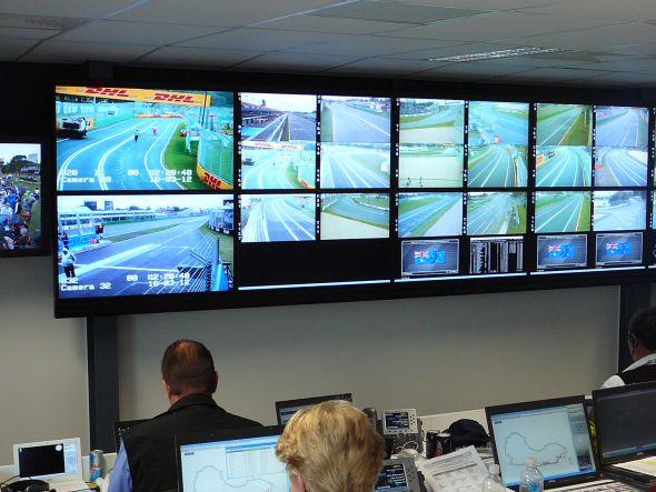 Ob Regelverstoß oder Notfall - Im Kontrollraum muss die Rennleitung schnell ihre Entscheidungen treffen (Foto: Matrox)