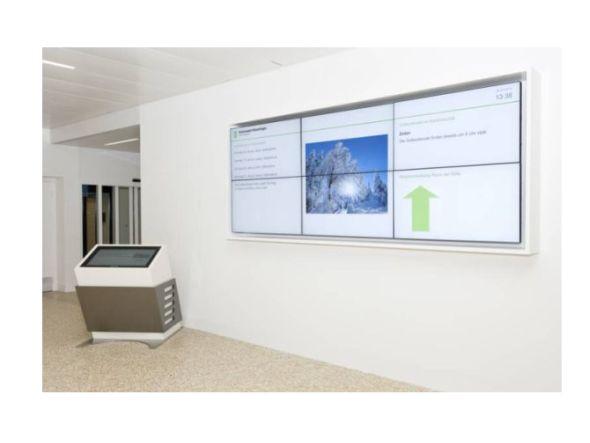 Digitalisierung im Krankenhaus - im Kantonsspital Münsterlingen setzt man auf Videowall und Einzelscreens (Foto: Kantonsspital Münsterlingen)