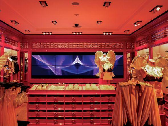 Bildschirm: In der BH-Abteilung ist die kleinere Videowand installiert, die mit aus 4x2 Displays besteht (Foto: Matrox)