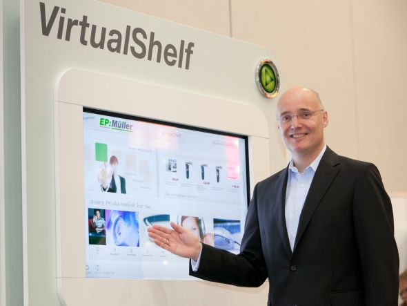 Dr. Jörg Ehmer - bis Ende Juni 2013 Sprecher des Vorstands der ElectronicPartner Handel SE - präsentiert das Virtual Shelf (Foto: Electronic Partner)