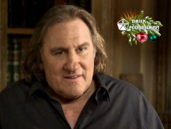 """Lächelt jetzt nicht mehr von de """"Happy Lipetsk""""-Screens: Gérard Depardieu in der DooH-Kampagne einer russischen Bank (Screenshot: invidis.de)"""