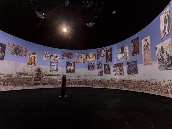 """Die Barco-Neuerwerbung projectiondesign installierte diese 360-Grad-Panorama-Projektion mit fünf stereoskopischen Projektoren für die Ausstellung """"Pure Land: In den Mogao-Grotten von Dunhuang (Foto: projectiondesign)"""