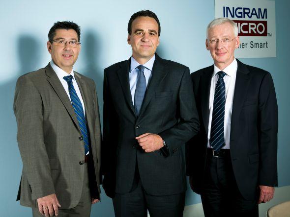 Marcus Adä (Mitte) neuer Chef DACHH / Deutschland und Zentraleuropa und die beiden Bereichsleiter Robert Beck (links, für Volume) und Klaus Donath (rechts, Value / Verticals) (Foto: Ingram Micro)