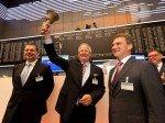 Strahlemann: Osram-Vorstand Wolfgang Dehen läutet zum Osram-Börsengang die leuchtende Zukunft  ein (Foto: Osram)