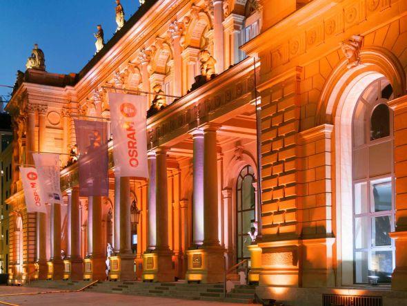 Vor dem Listing illuminiert Osram die Frankfurter Börse(Foto: Osram)