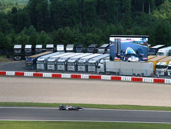 Acht LED-Trucks, 665 m² Video Walls: am Nürburgring sind auch 2013 Video Walls von Screen Visions im Einsatz (Foto: Screen Visions)
