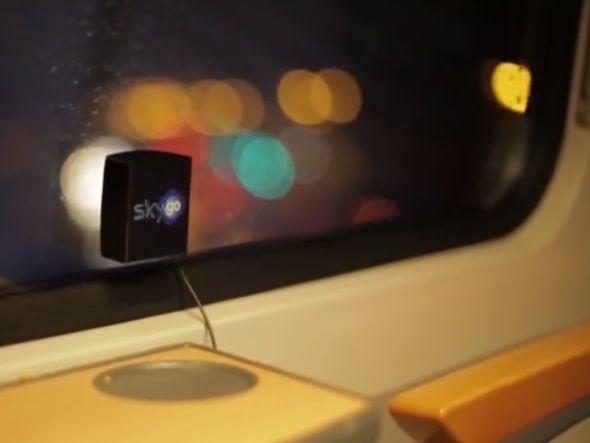 Sender an der Scheibe: Lehnt man sich ans Fenster, hört man die Botschaft (Screenshot: invidis.de)