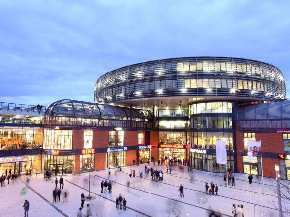 Rathaus-Galerie Leverkusen: In 70 ECE Malls sind die 3D-Hologrammposter buchbar (Foto: ECE Projektmanagement G.m.b.H. & Co. KG)