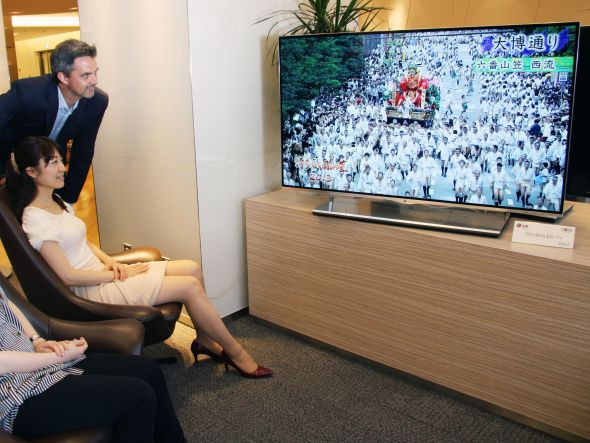 Das OLED-Display EM9700 wird nun weltweit in Airports installiert (Foto: LG)