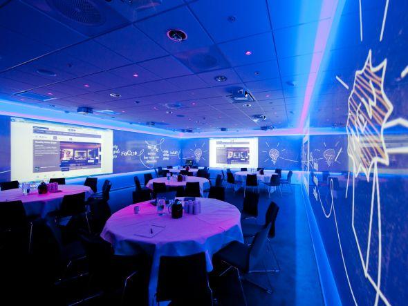 Zusammenspiel von CMS und Projektoren Installation im Quality Hotel Oslo (Foto: Mitsubishi Electric)