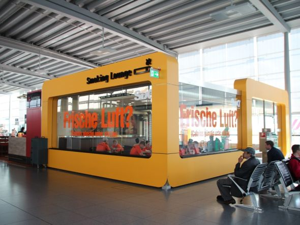 "Autovermieter hustet solidarisch mit: ""Frische-Luft?""-Lounge am Airport CGN (Foto: Initiative Airport Media)"