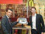 V.l.n.r.: Jochen Borenich, Vorstand Kapsch BusinessCom und Holger Hirmann, Director Development & Real Estate McDonald's Österreich (Foto: Daniel Hinterramskogler/ APA)