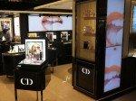 Parfümabteilung: Lippenstifte der Luxusmarke werden visualisiert (Foto BrightSign)