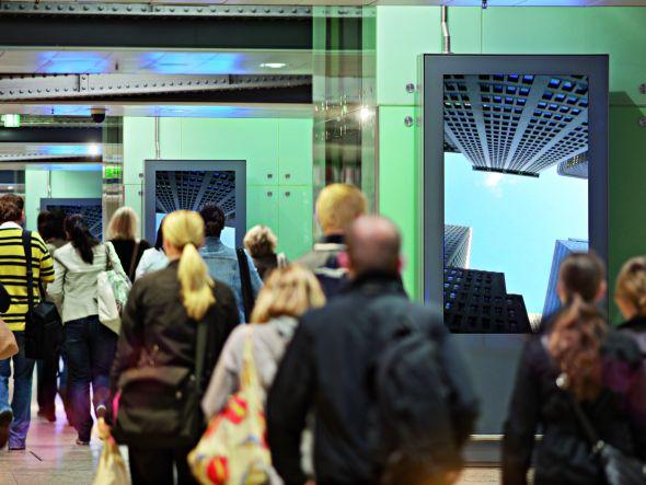 An DooH-Medien kommt keiner vorbei, ohne sie zu beachten: OC-Station am Kölner Hauptbahnhof (Foto: Infoscreen GmbH)