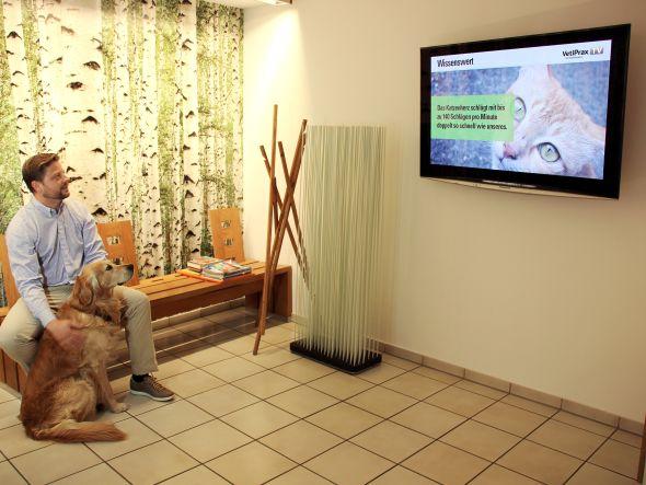 Mit seinem Programm erreicht VetiPrax die Tierfreunde in den Wartezimmern (Foto: ZPLUSM | VetiPrax GmbH)