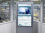 Netvico-Infostele und Produktionslinie bei Bosch (Foto: Angelika Grossmann/ Netvico)