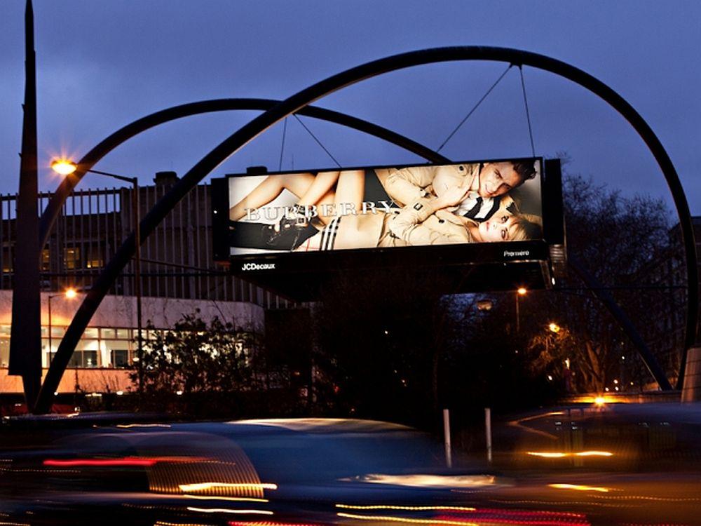 """Bestehende Standorte wie """"The Old Street Roundabout"""" werden digitalisiert... (Foto: JCDecaux UK)"""