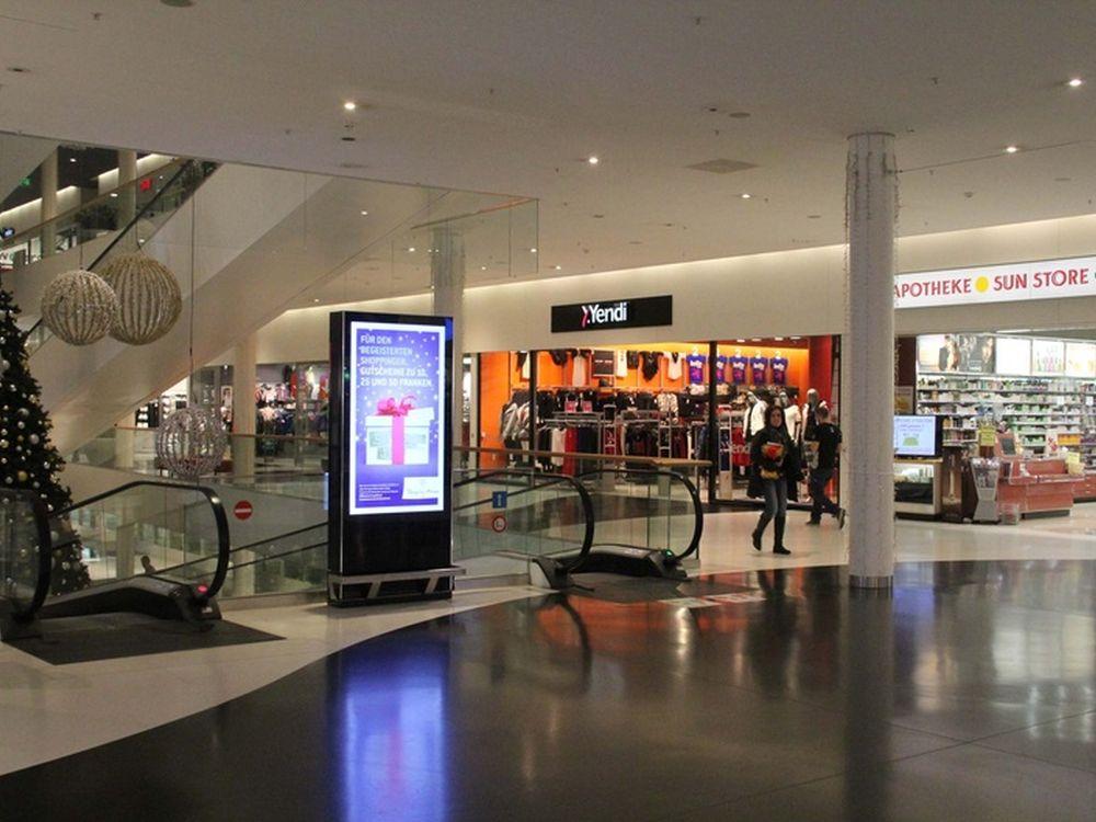 Weihnachtlich gestimmt: Einkaufscenter mit digitalen Werbeträgern von APG|SGA (Foto: APG|SGA)