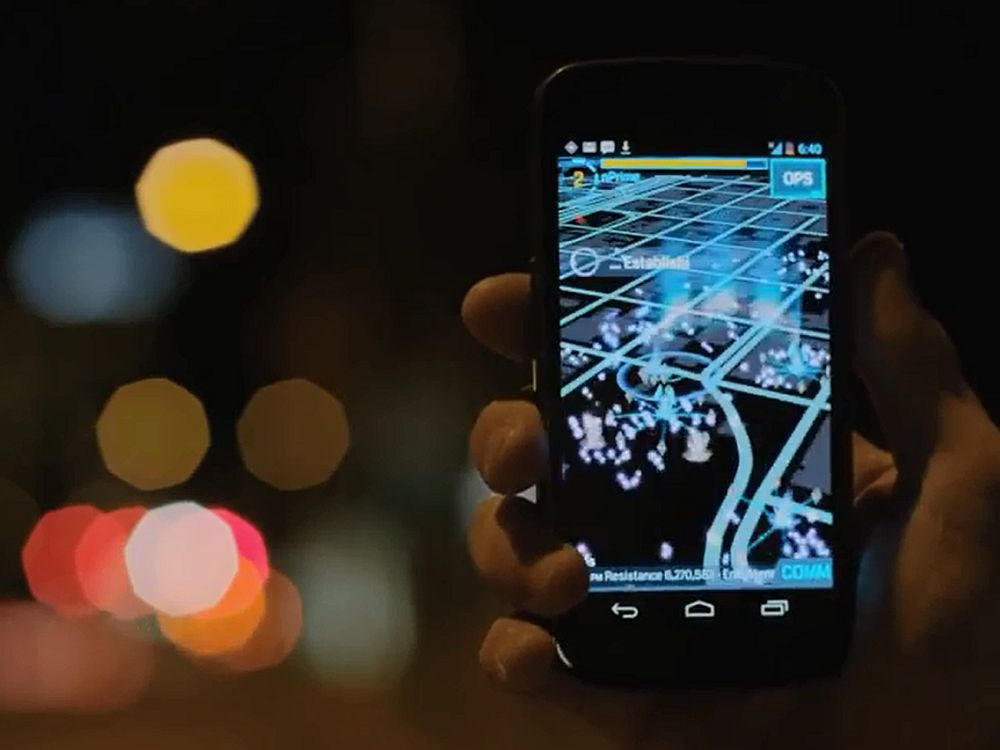 Greift auf digitale Airport-Screens als Portale zurück: das mit AR arbeitende Game Ingress (Screenshot: invidis.de)