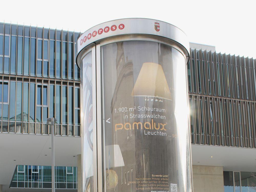 Erste Free WLAN-Säule in Salzburg (Foto: Progress Werbung)
