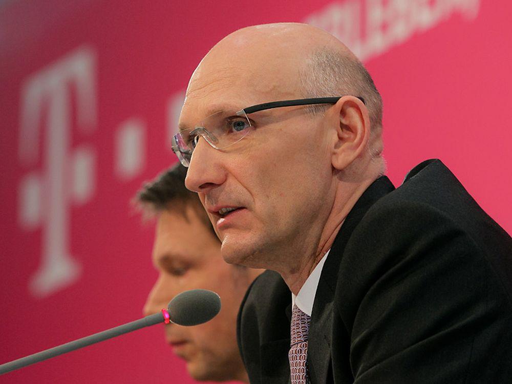 Wachablösung auch beim Verband: René Obermann (l.) und Timotheus Höttges (vorne rechts) (Foto: Deutsche Telekom)