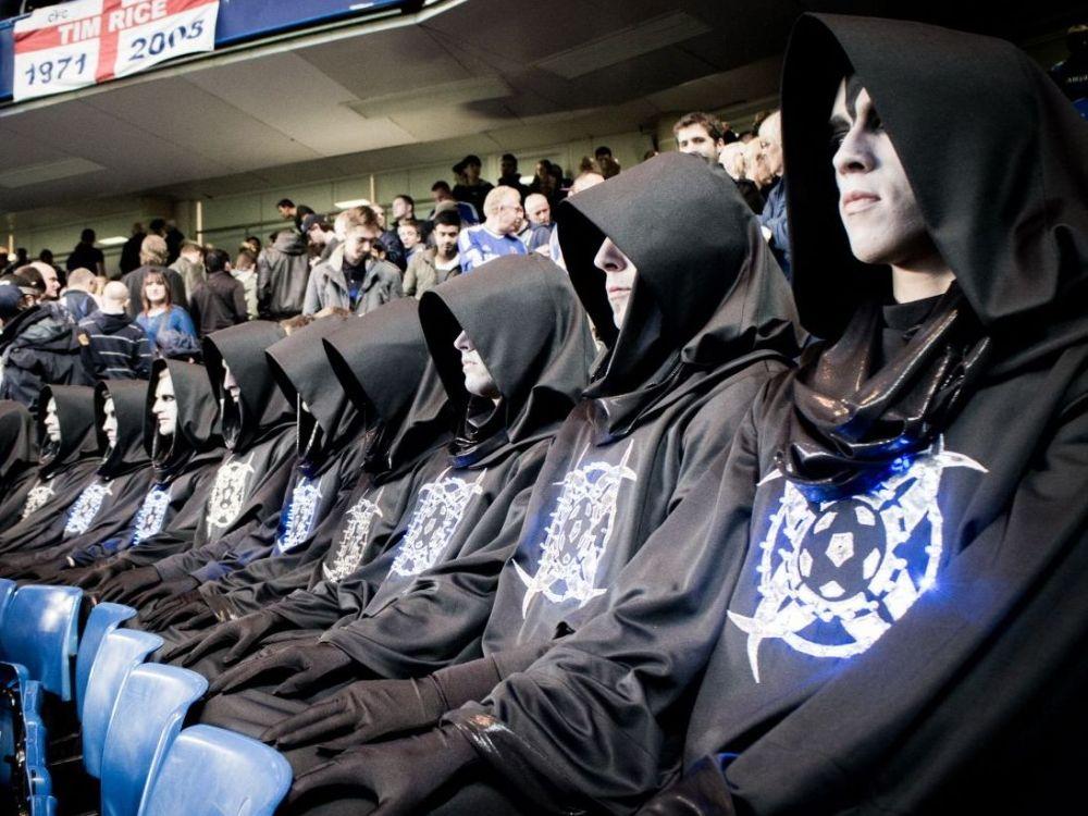 Aliens warten auf den Anstoß gegen Beckenbauers Welt-Auswahl (Foto: Samsung)