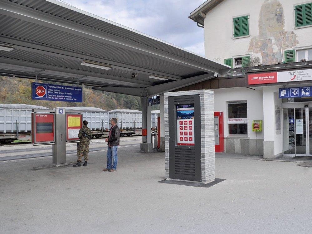 """46"""" Touchscreen Info-Point-Stele auf dem Bahnhofsplatz (Bild: Signal AG)"""