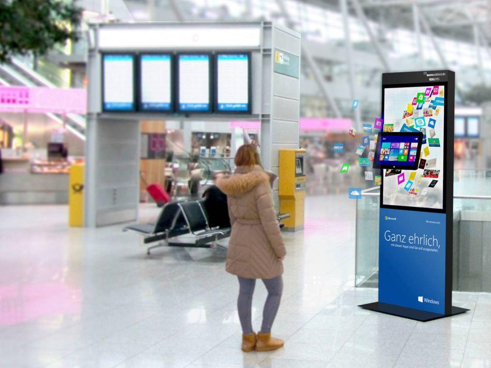 Windows 8 zum Anfassen: Hologrammposter wirbt für das Betriebssystem (Foto: more ambient)