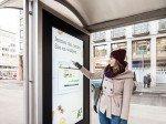 Aufforderung zur Interaktion am Touchscreen (Foto: Gewista)