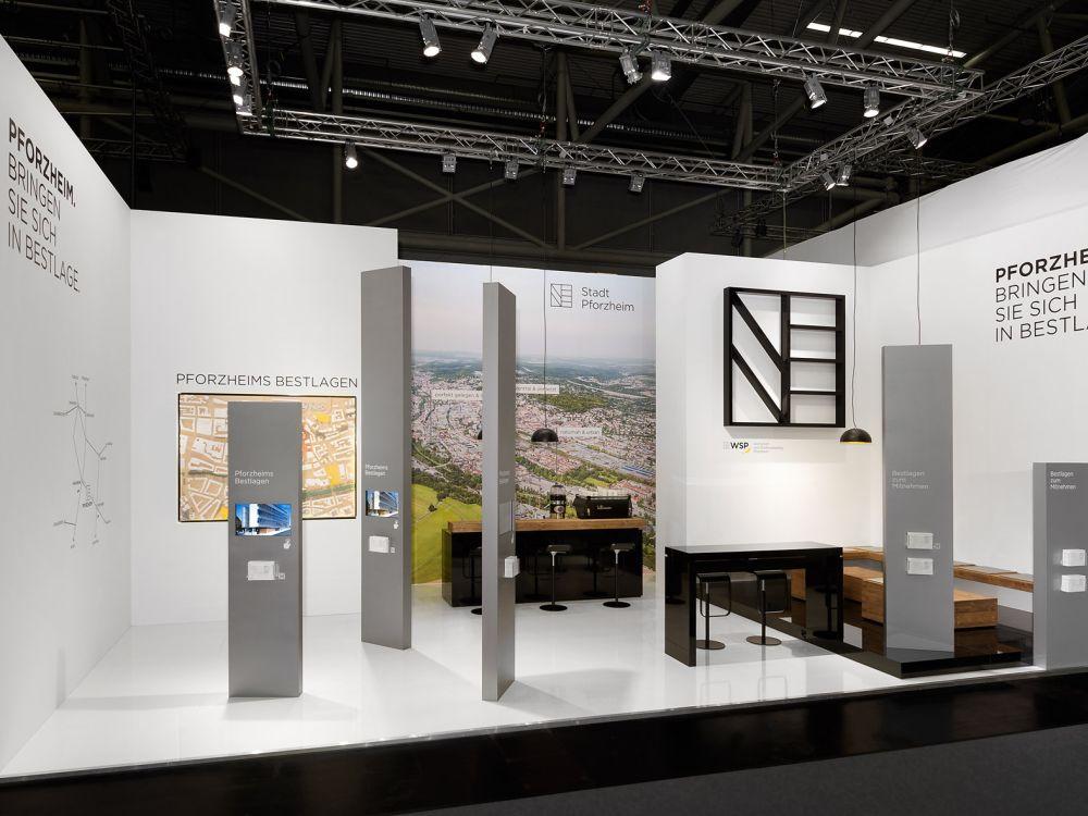 Die Wirtschaftsförderer der Stadt Pfortzheim setzten auf einen Stand mit interaktiver Komponente (Foto: Atelier Seitz)