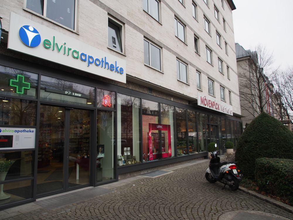 Fassade der Elvira-Apotheke zur Nymphenburger Straße (Foto: TK/ invidis.de)