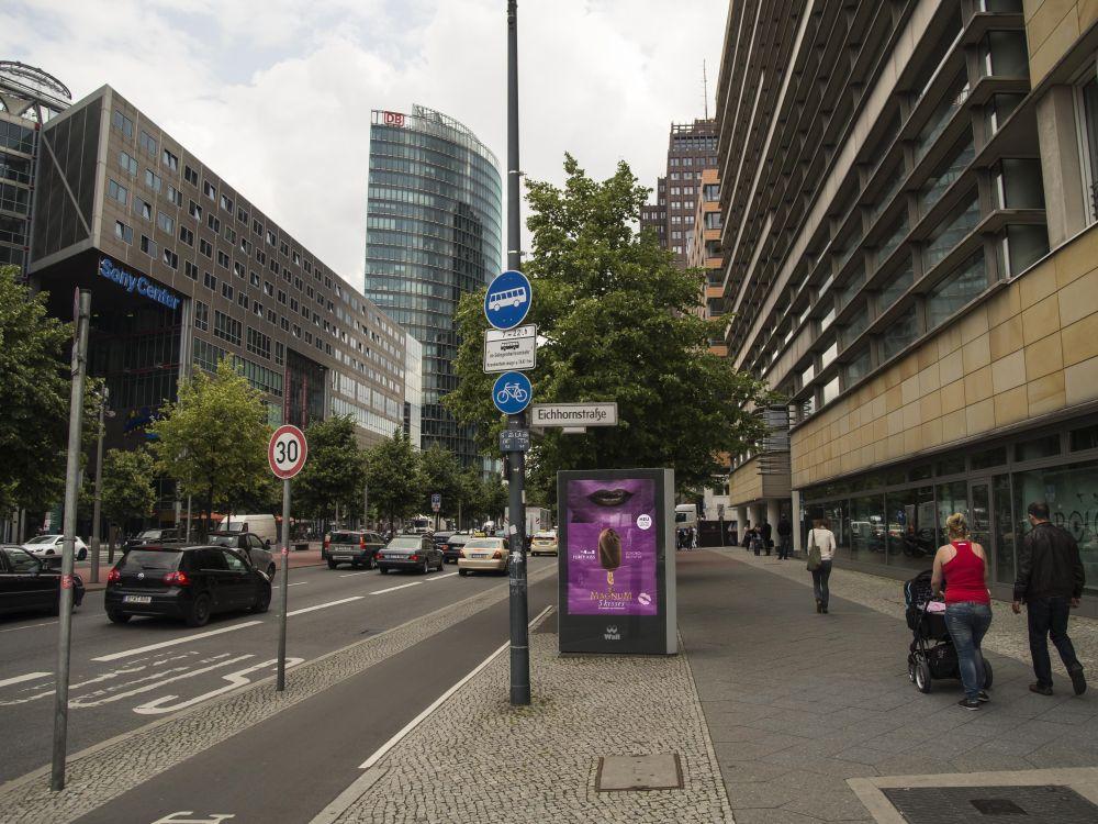 DooH-Maßnahme in Berlin: Kampagne für das neue Magnum an der Potsdamer Straße (Foto: WallDecaux)