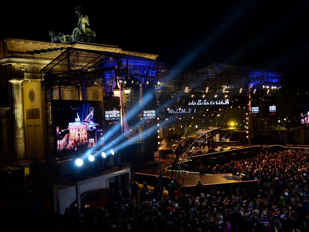 Silvesterfeier im Herzen Berlins: Crowd Gaming wird auch am Brandenburger Tor angeboten (Foto: Screen Visions)