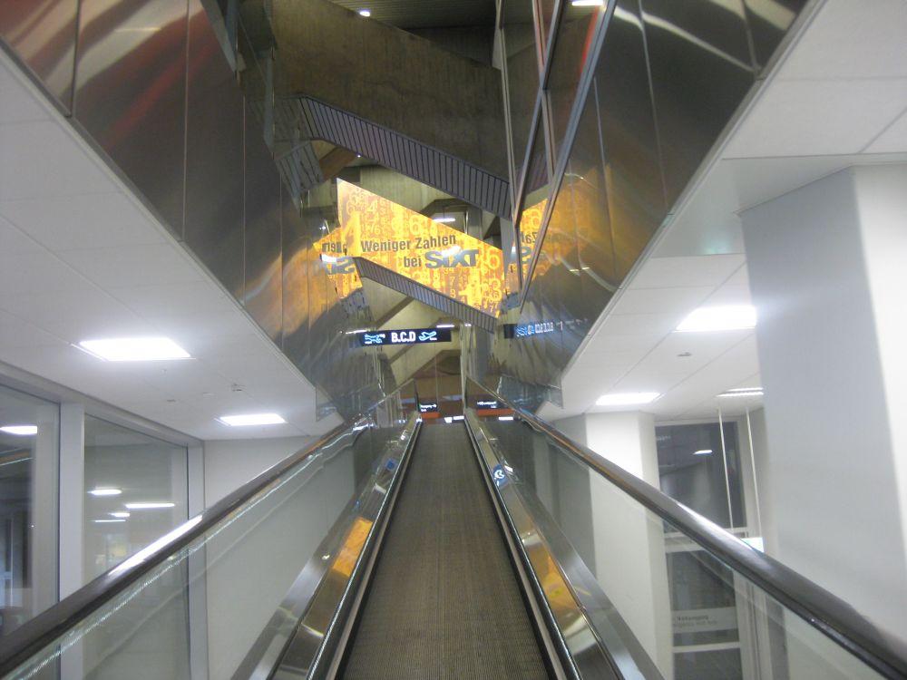 Köln Bonn Airport: Sixt wirbt mit Sonderumsetzung (Foto: Köln Bonn Airport)