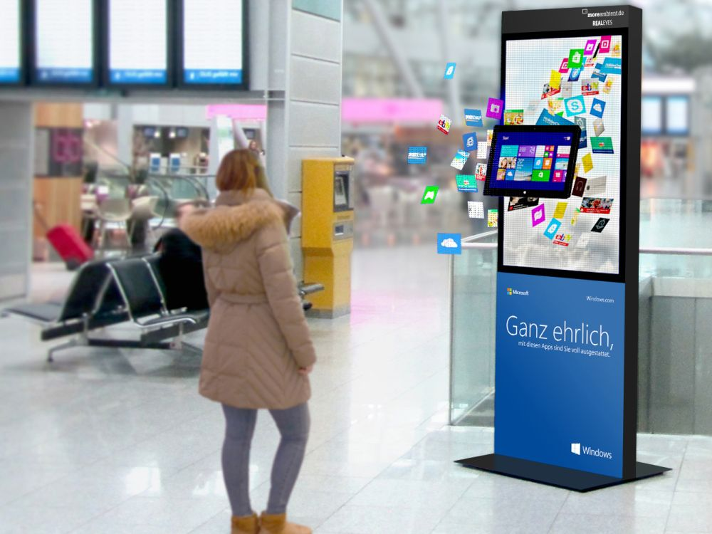 Hologrammposter mit der Microsoft-Kampagne am Airport ( Foto: Initiative Airport Media)