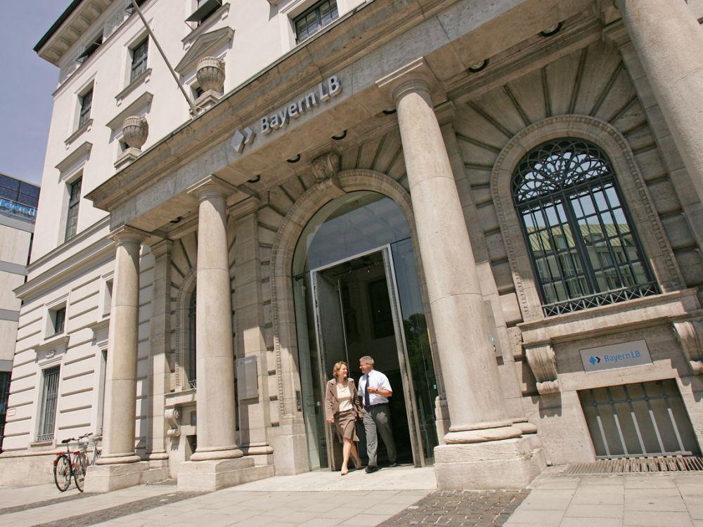 Kreativwirtschaft und Finanzinstitute: Nur wenige Kreativ-Unternehmer verlassen die Bank mit einem Lächeln (Foto: Bayern LB)