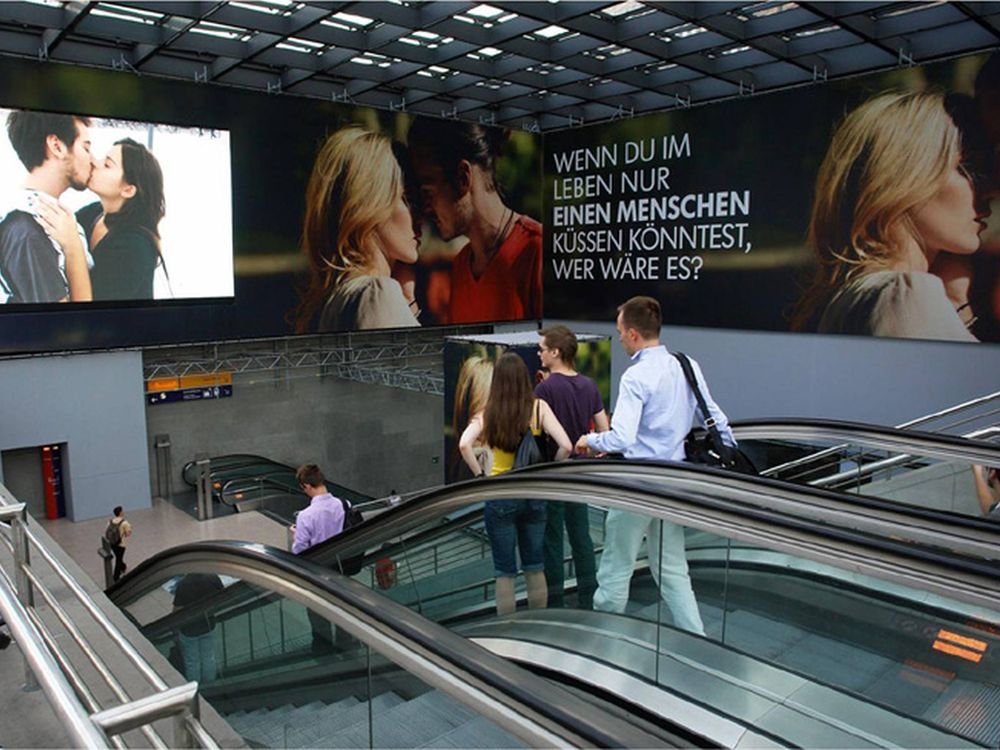 "Einer der Preisträger des Vorjahrs in der Kategorie ""Connecting Out of Home"": VW Digitales Riesenposter Potsdamer Platz (Foto: PlakaDiva/ FAW)"
