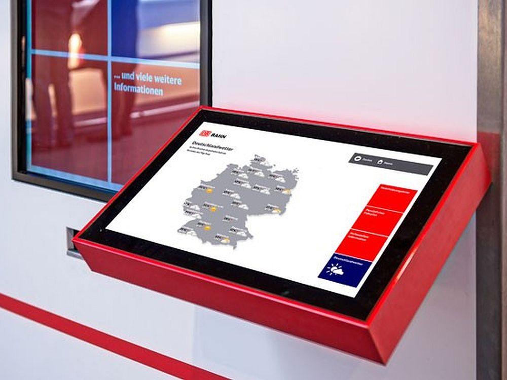 Arbeitet mit Touch-Display: Neues Info-Terminal für die DB AG(Foto: Angelika Grossmann/ netvico)