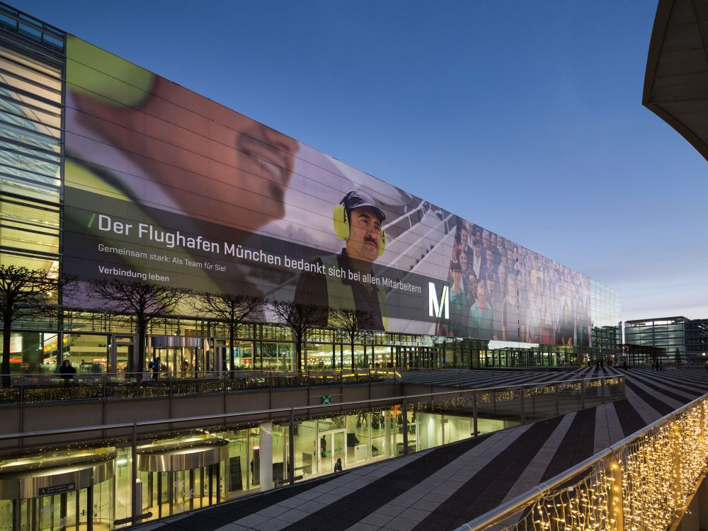 Mit dem Riesenposter gewann der Airport gleich selbst den AMA für den Dezember 2013 (Foto: Initiative Airport Media)