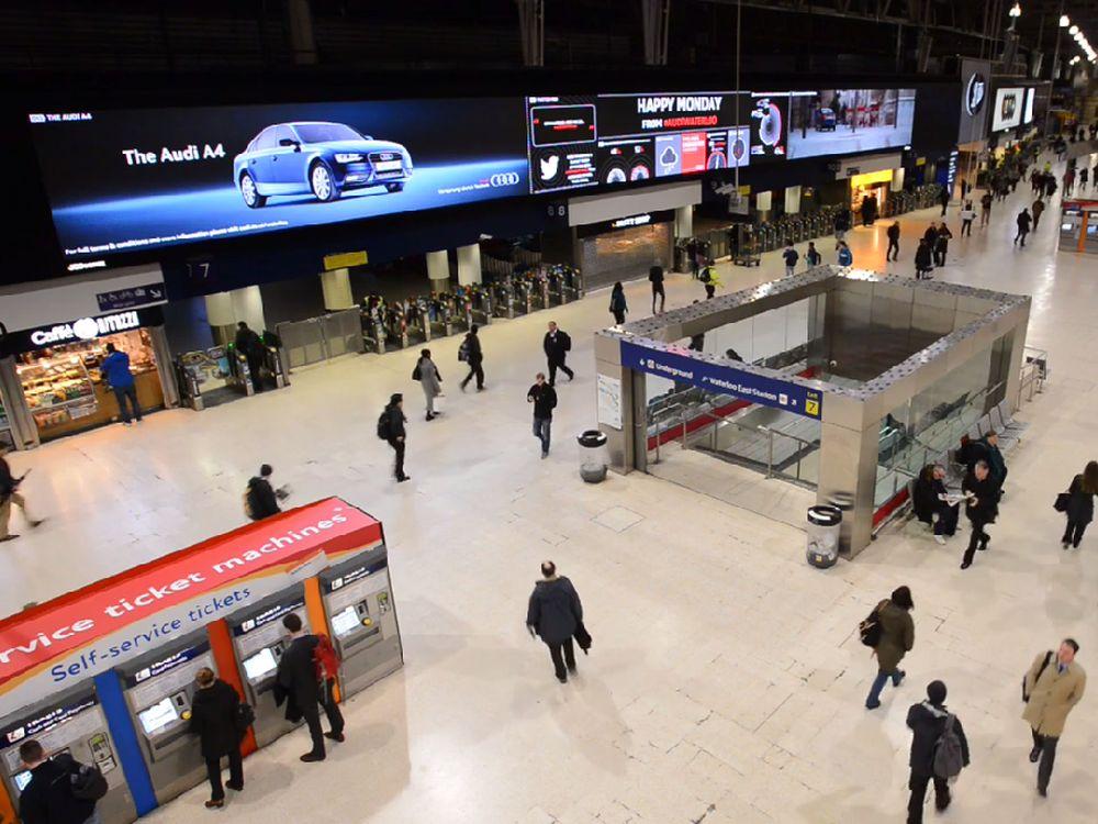 Am Montag 10. Februar 2014 wurde der Mega-Screen mit der Audi-Kampagne eingeweiht (Screenshot: invidis.de)