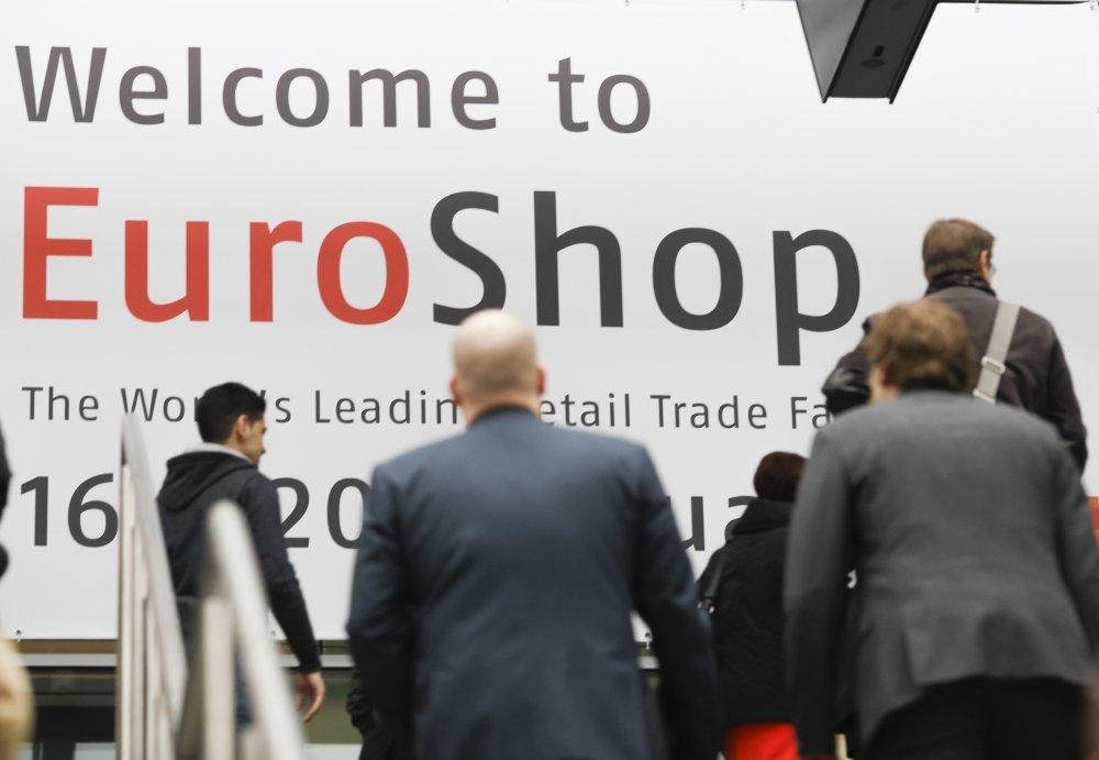 Die EuroShop ist sowohl die weltweit groesste Investitionsguetermesse fuer den Handel und seine Partner, als auch eine unerlaessliche Plattform fuer Zukunftstrends, Visionen und Retail_Impressionen zum Anfassen.