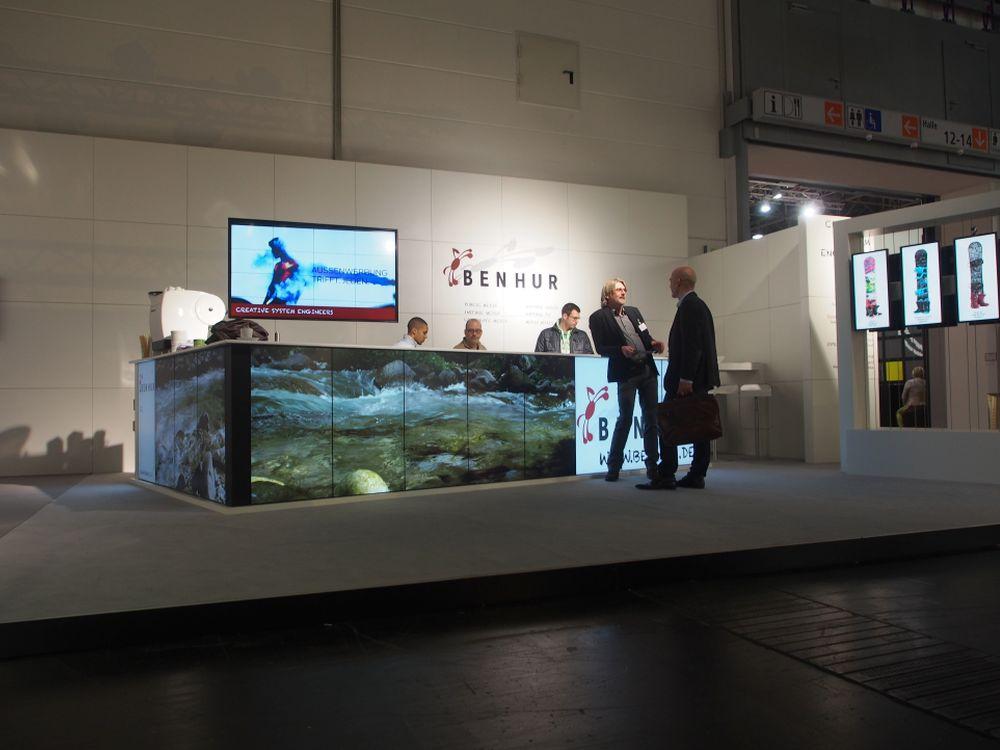 Stand der Ben Hur GmbH aus Köln - rechts im Bild 21:9-Displays von NEC A