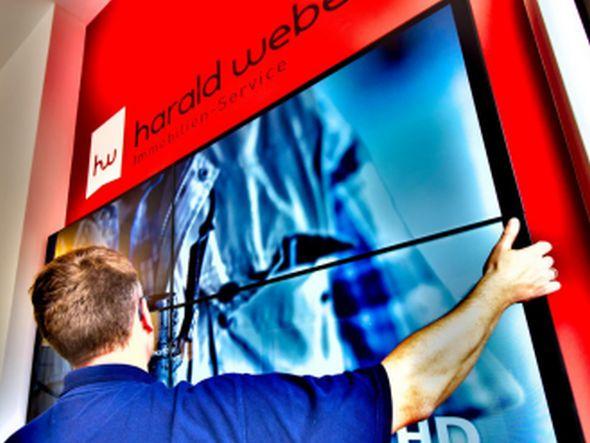 Harald Weber Immobilien-Service in Gießen - Installation der LFDs (Foto: Samsung)