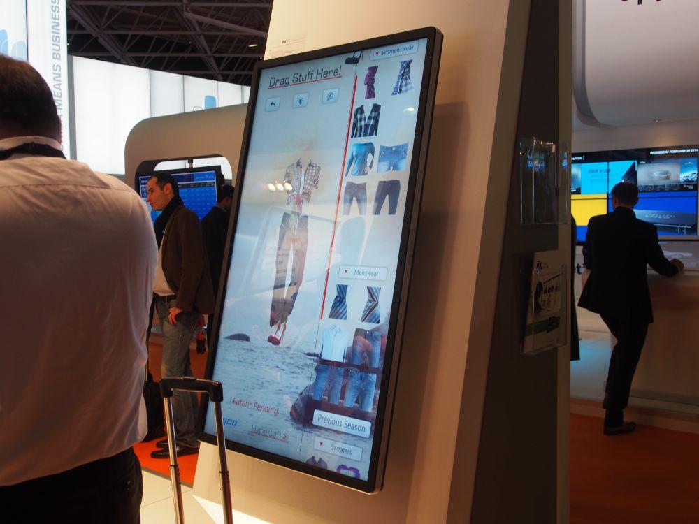 In jeder Ecke eine Mini-Kamera - Elo Touch-Display (Foto: TK/ invidis.de)